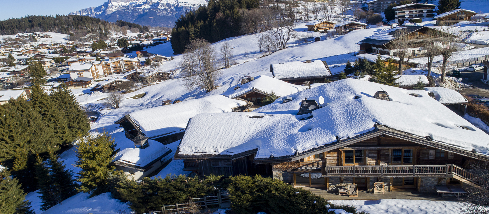 Zannier_Hotels_Le_Chalet_-_Exterior_2_-_Drone_I2N_for_Zannier_Hotels_1600x700